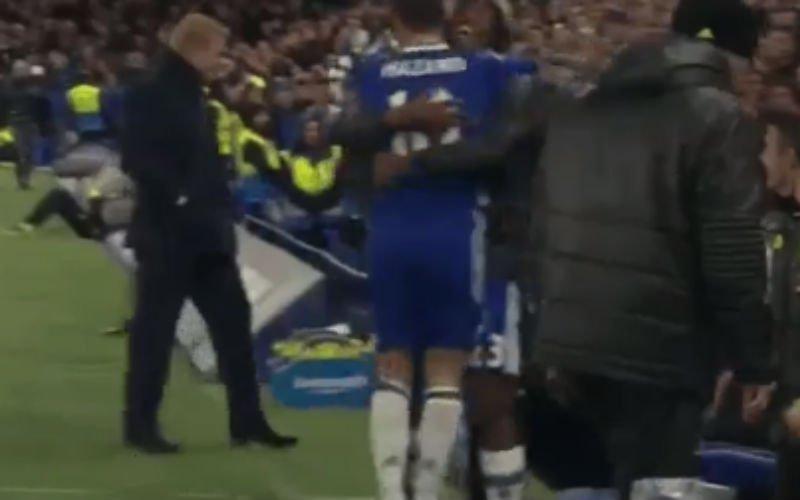 Met wie gaat Hazard zijn doelpunt vieren? Juist! (Video)