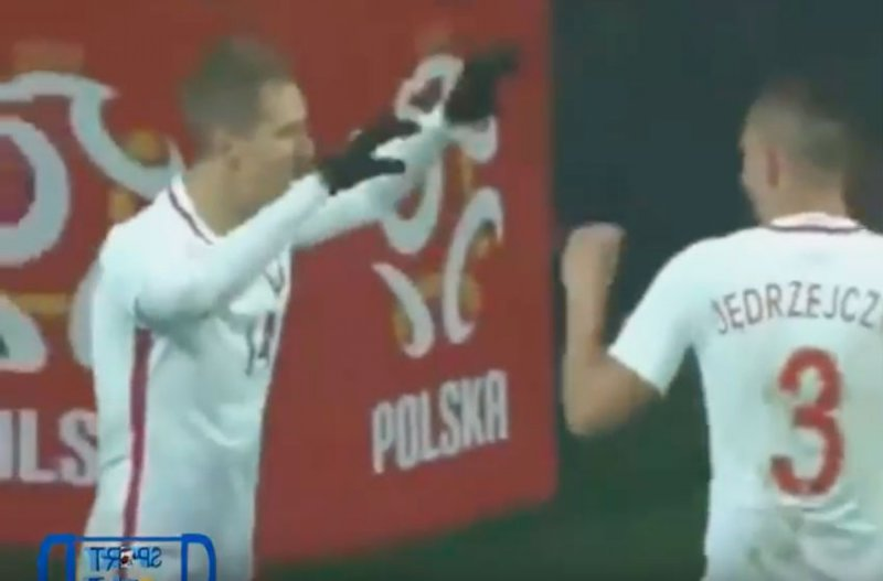 Teodorczyk scoort fantastisch doelpunt (Video)