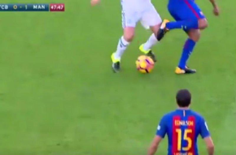 Ronaldinho maakt indruk met schitterende dribbel (Video)