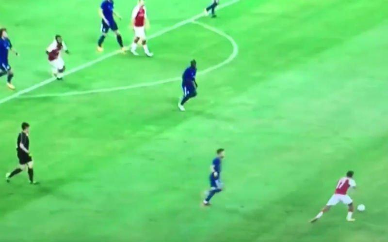 Kan Lukaku niet voetballen? Dan moet je Lacazette maar eens zien (Video)