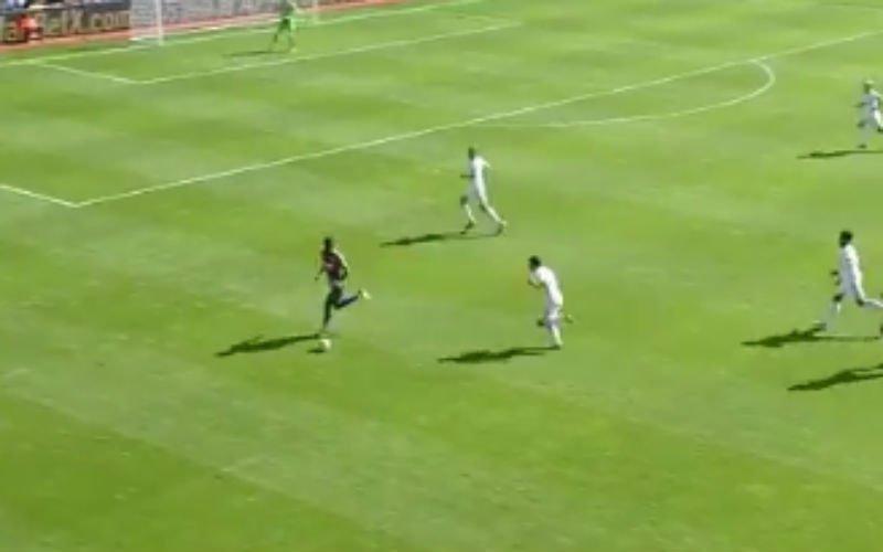 Benteke scoort dit doelpunt (Video)